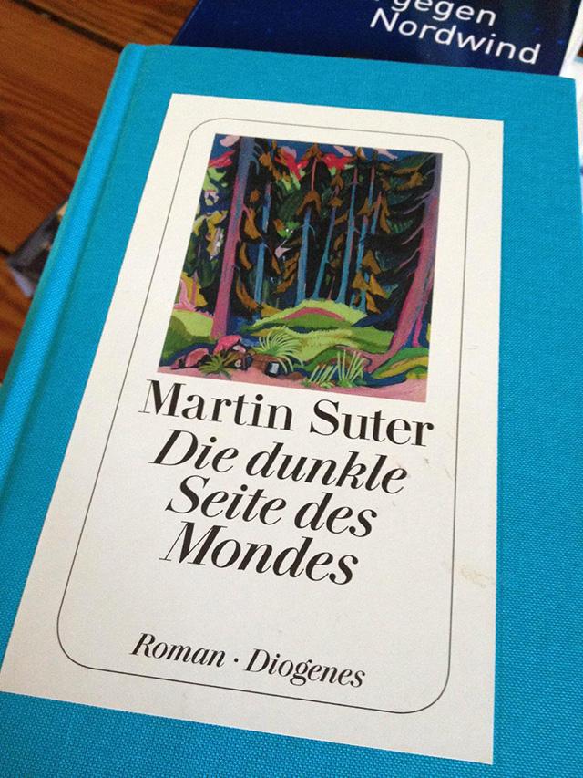 Martin Suter / Die dunkle Seite des Mondes